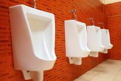 urinals фарфора белые Стоковая Фотография