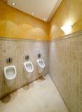Urinaux dans la toilette Photographie stock libre de droits