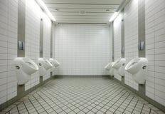 Urinaux dans la toilette Photographie stock