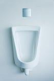 Urinoirs blancs de porcelaine photographie stock libre de droits
