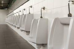 Urinoirs in de badkamers van de mensen Royalty-vrije Stock Afbeeldingen