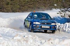 Uriy Zhilov conduce un Subaru azul Impreza Fotos de archivo libres de regalías
