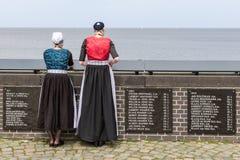 从Urk的两名传统加工好的妇女 免版税图库摄影