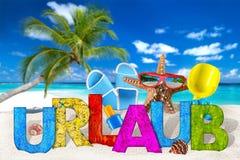 Urlaub, wakacje akcesorium na tropikalnej raj plaży/ Zdjęcie Royalty Free