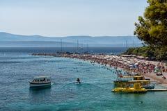 Urlauber am Strand, Kroatien Stockbilder