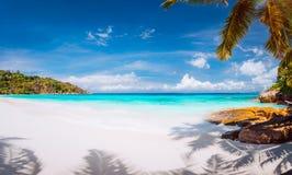 Urlopowa wakacje letni tła tapeta Doskonalić tropikalnego paradisebeach kryształ - jasna woda, proszkowaty biały piasek zdjęcia stock