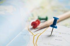 Urlopowa wycieczka i długi weekendowy planowanie na mapie Zdjęcia Stock