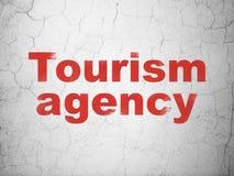 Urlopowy pojęcie: Turystyki agencja na ściennym tle zdjęcia royalty free