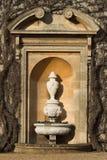 Urn dentro do Alcove de pedra Fotos de Stock Royalty Free