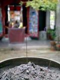 Urn met kaarsen stock foto