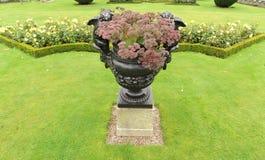 Urn in tuin Royalty-vrije Stock Foto