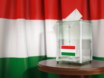 Urna con la bandiera dell'Ungheria e delle schede di votazione Ungherese pre Fotografie Stock Libere da Diritti