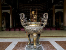 Urna de bronze do incenso Fotografia de Stock