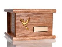 Urna de madera fúnebre Fotos de archivo libres de regalías