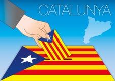 Urna de voto, bandeira e mapa de Catalonia com mão Fotos de Stock Royalty Free