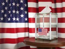 Urna de voto com a bandeira dos EUA e dos papéis de votação Presidencial ou Foto de Stock Royalty Free