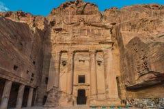 Urnagravvalv i nabatean stad av petra Jordanien Arkivbild