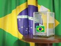 Urne avec le drapeau du Brésil et des bulletins de vote Pres brésiliens Photographie stock