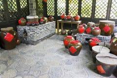 Urne tradizionali cinesi del liquore Fotografie Stock Libere da Diritti