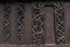 Urnes梯级教会的详细的墙壁,挪威 免版税库存图片