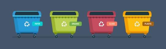 Urnes pour les déchets de papier de produits, de déchets alimentaires, en verre et de plastique Photographie stock libre de droits