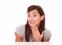 Urocza łacińska kobieta z fail gestem zdjęcie royalty free