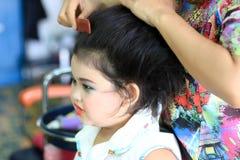 Urocza azjatykcia dziewczyna uzupełniał Fotografia Royalty Free