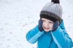 Urocza berbeć chłopiec na pięknym zima dniu Zdjęcia Stock