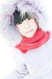 Urocza Chińska dziewczyna bawić się śnieg Obraz Stock