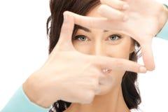 Urocza kobieta target919_0_ ramę z palcami Obrazy Stock