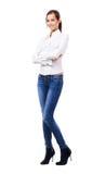 Urocza kobieta w białych niebieskich dżinsach i koszula Obraz Royalty Free
