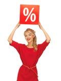 Urocza kobieta w czerwieni sukni z procentu znakiem Fotografia Royalty Free