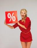 Urocza kobieta w czerwieni sukni z procentu znakiem Zdjęcia Stock