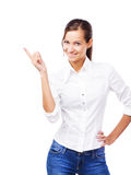 Urocza kobieta wskazuje przy copyspace w białej koszula Fotografia Royalty Free