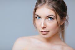 Urocza kobieta z świeżą skórą Zdjęcie Stock