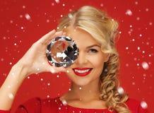 Urocza kobieta z dużym diamentem Zdjęcia Stock