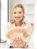 Urocza kobieta z euro gotówki pieniądze Fotografia Stock