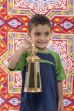 Urocza Młoda chłopiec z Ramadan Latarniowy Patrzeć Daleko od Fotografia Royalty Free