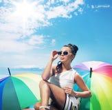 Urocza młoda dama bierze sunbath fotografia stock