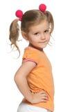 Urocza młoda dziewczyna w pomarańczowej koszula obrazy royalty free