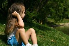 Urocza mała dziewczynka plenerowa Fotografia Stock