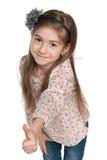 Urocza mała dziewczynka trzyma jej aprobaty Zdjęcia Royalty Free