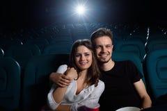Urocza para przy kinem Obrazy Royalty Free