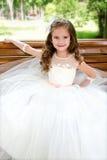 Urocza uśmiechnięta mała dziewczynka w princess sukni obraz royalty free