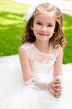Urocza uśmiechnięta mała dziewczynka w princess sukni zdjęcie royalty free