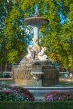 Urocze fontanny w mieście Madryt Retiro park Fotografia Royalty Free