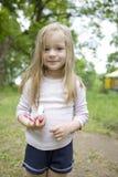 uroczego blond dziecka czysty dziewczyna chcieć jej zęby Obrazy Stock