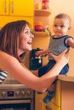 uroczego dziecka szczęśliwa matka obrazy stock