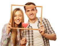 Uroczego pary mienia ramowi i czerwoni serca Fotografia Stock