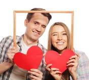 Uroczego pary mienia ramowi i czerwoni serca Zdjęcie Stock